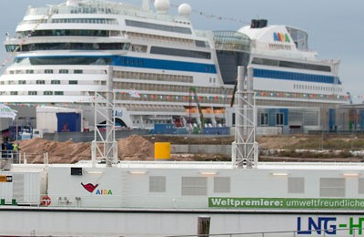 LNG barge Hummel