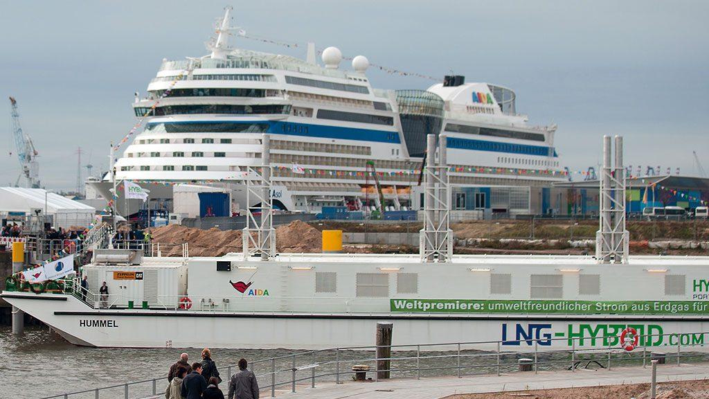Taufe der LNG-Barge Hummel
