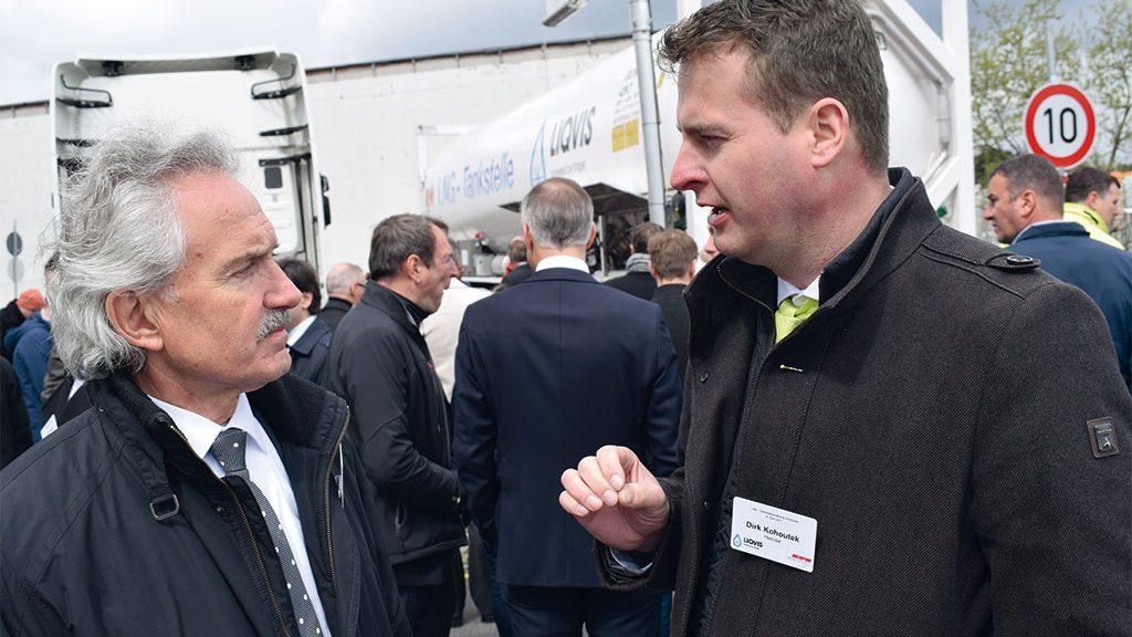 Norbert Scholz talking to Dirk Kohoutek