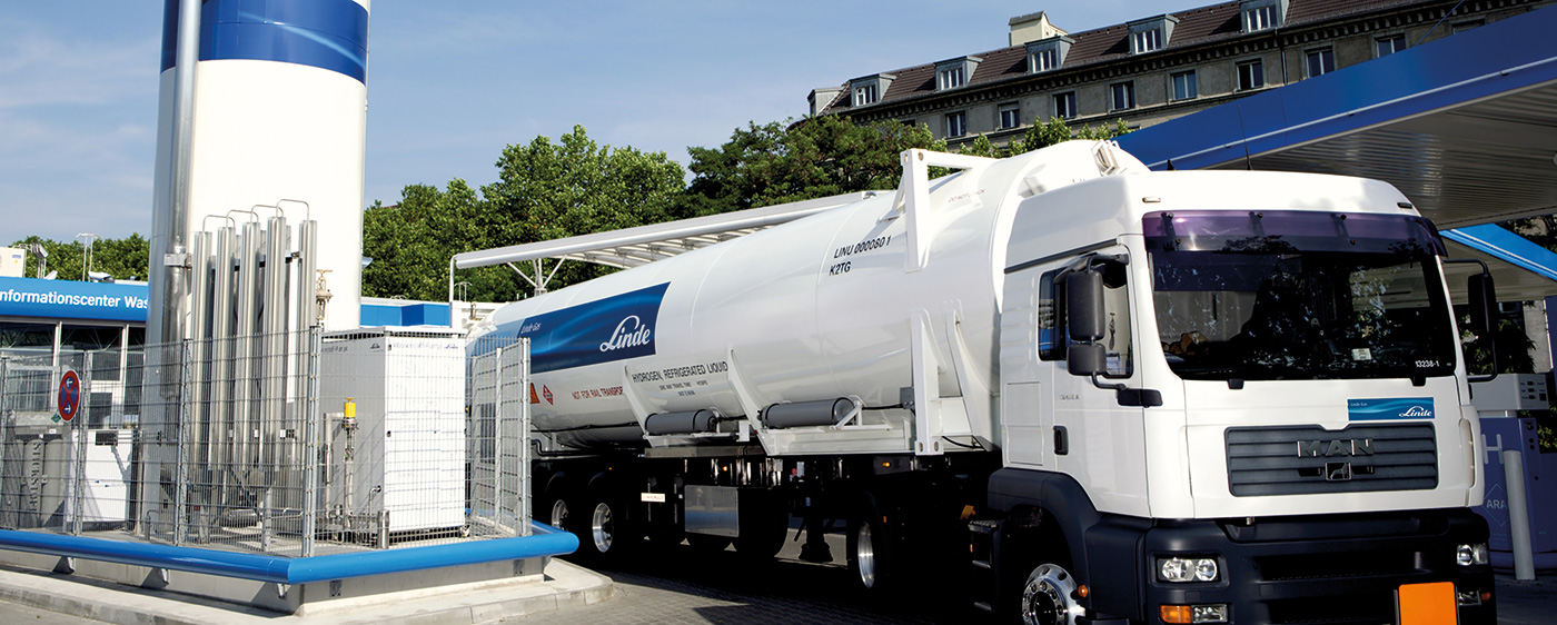 Hydrogen trailer at filling station