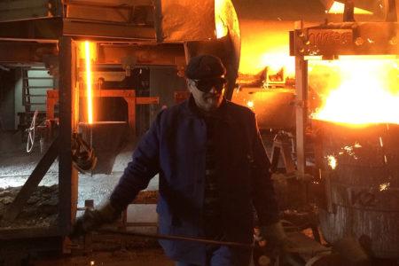 Am Kupolofen im Eisenwerk