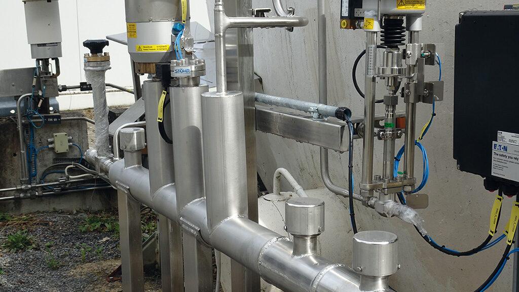Vacuum-insulated pipelines